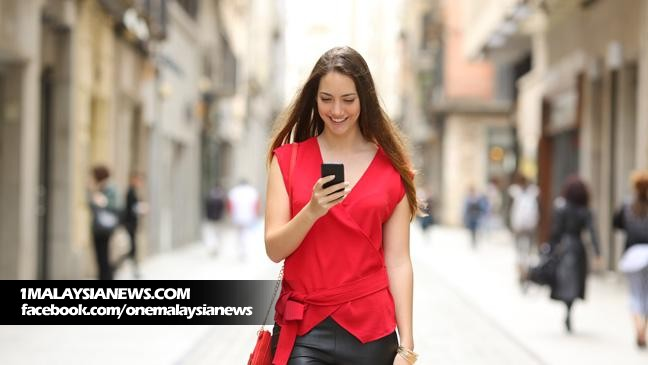 smartphone-addiction-urban-periscope-makes-it-safe-to-walk-and-text-at-the-same-time-136404368472903901-160303124950